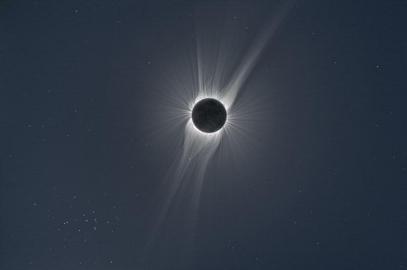Полное Солнечное затмение, комбинированный снимок