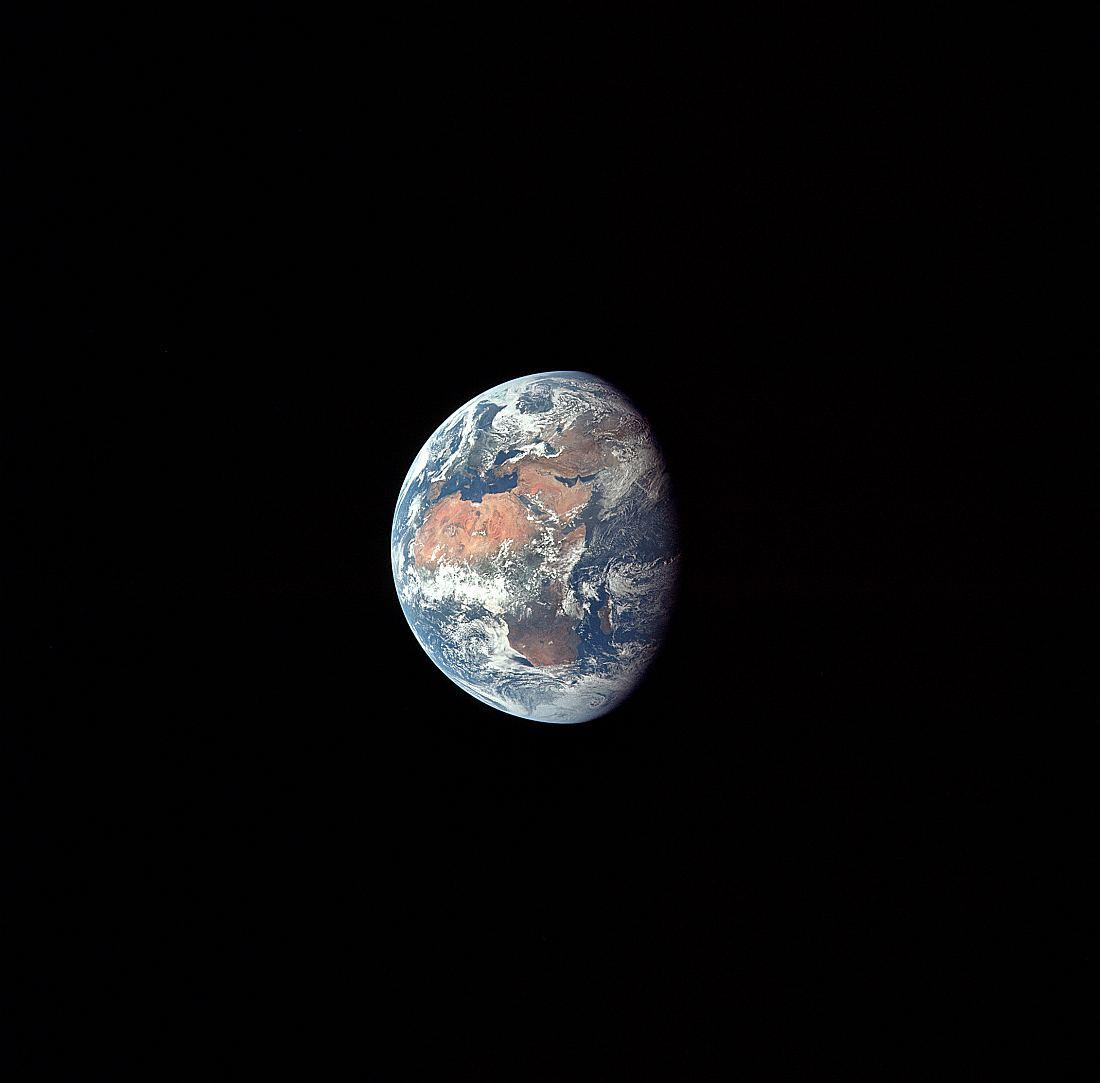 Вид Земли на третий день полета миссии Аполлон-11
