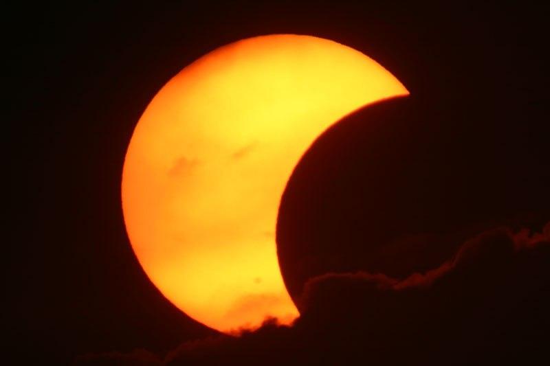 Частное солнечное затмение. Филиппины.