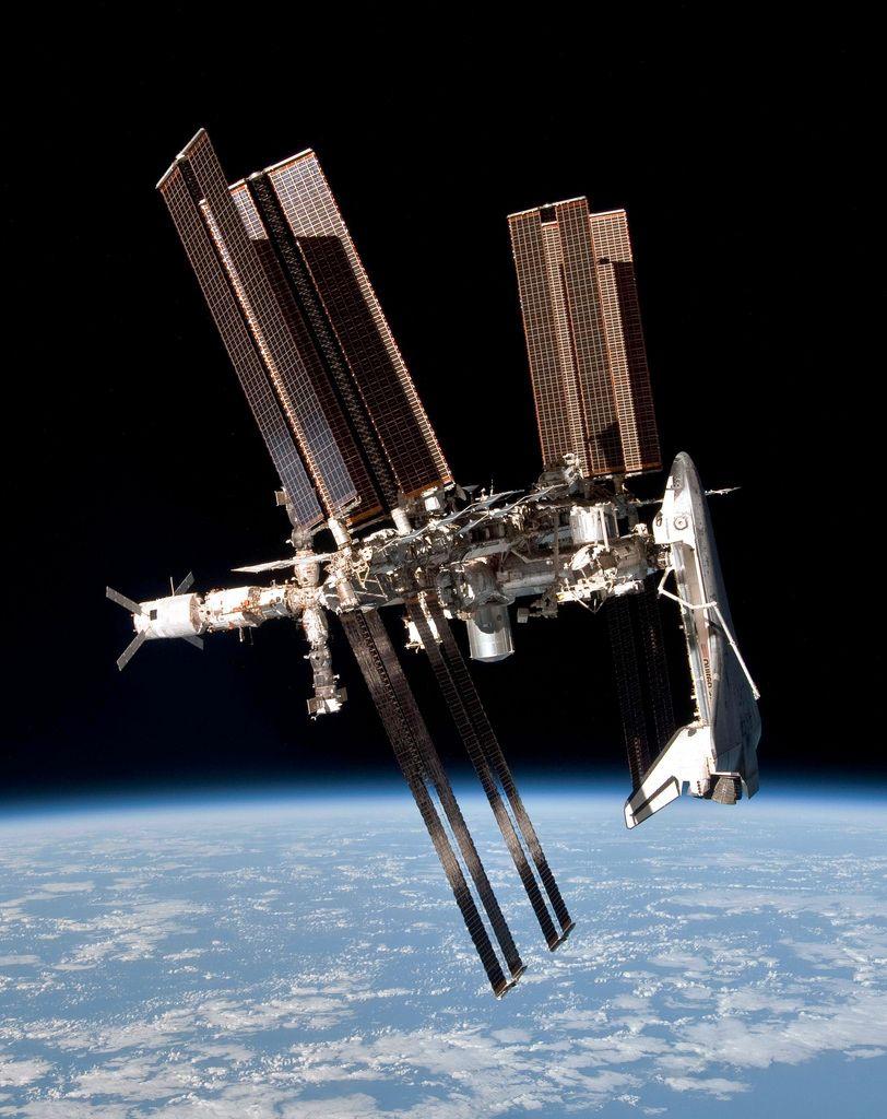Международная космическая станция и шаттл Эндевор