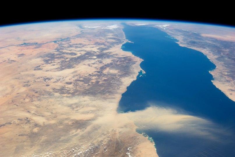 Пылевой шлейф, тянущийся из пустыни Египта в Красное море