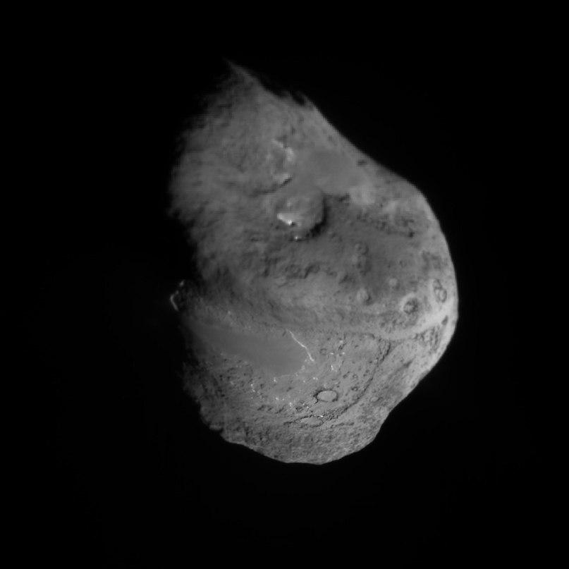 Так выглядит ядро кометы Темпель 1, с зонда Deep Impact