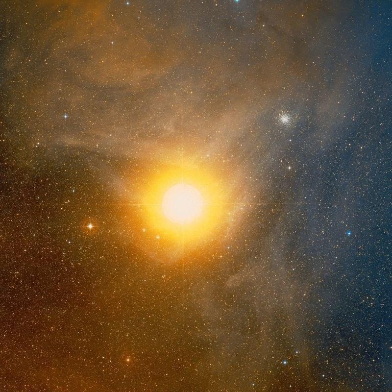 Антарес - ярчайшая звезда в созвездии Скорпиона