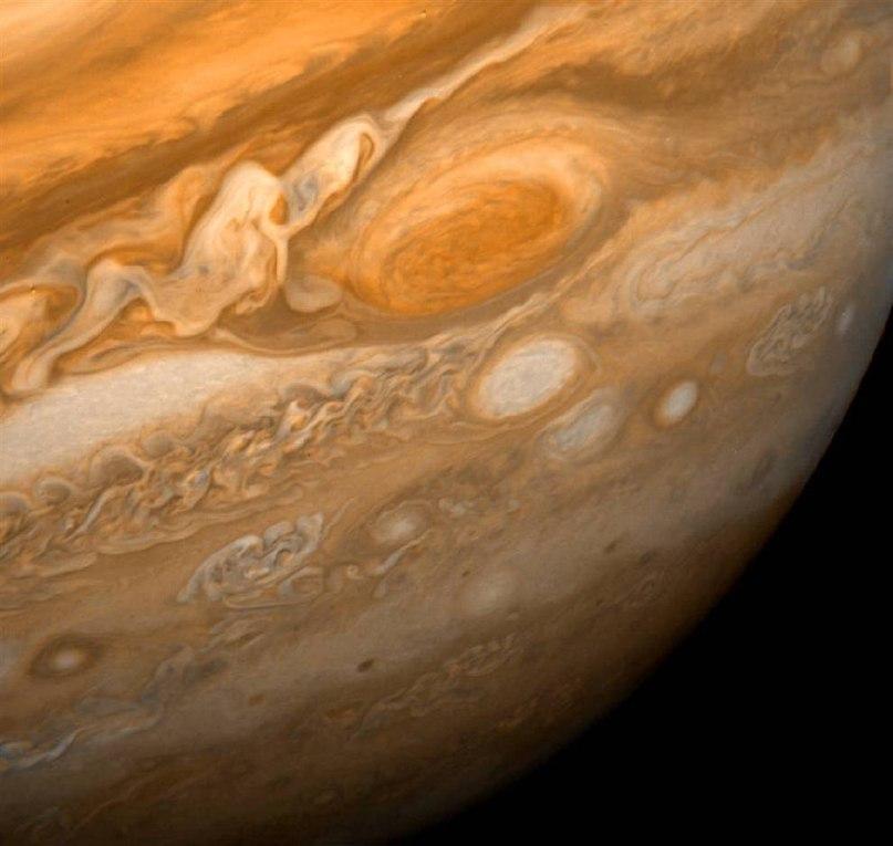 Юпитер и Большое красное пятно