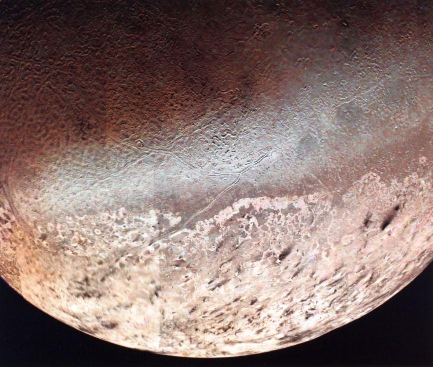 Самый большой спутник Нептуна Тритон