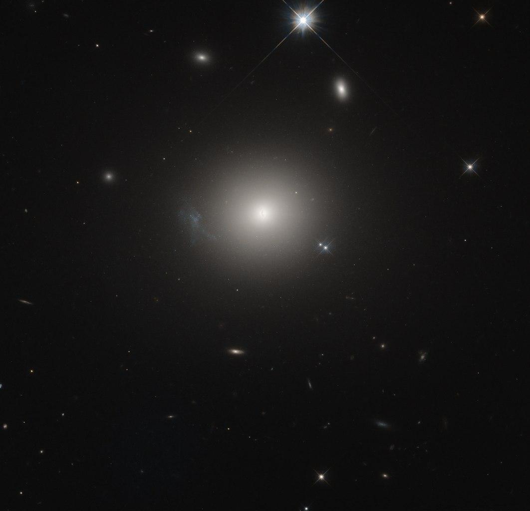 NGC 7385 - эллиптическая галактика в созвездии Пегас