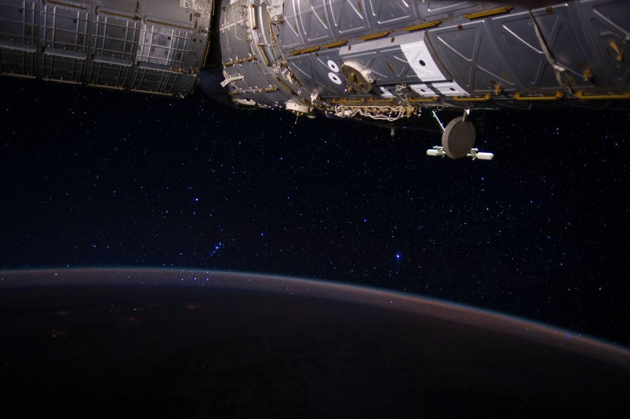 Пояс Ориона сквозь земную атмосферу