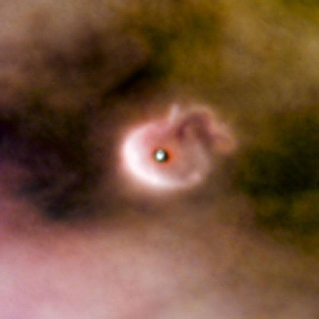 Протопланетный диск, окружающий молодую солнечною систему в туманности Ориона