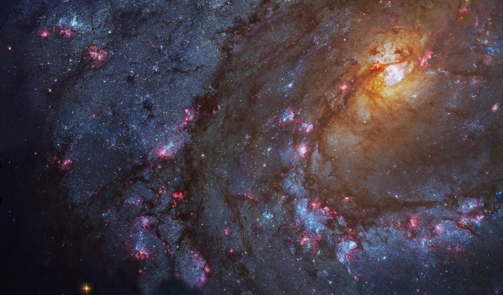 Красивый снимок галактики M83, полученный космическим телескопом Хаббл.
