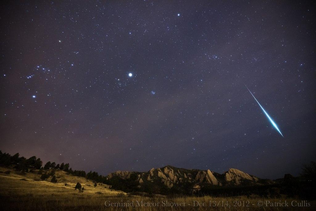 Яркий метеор снятый 14 декабря 2012 года