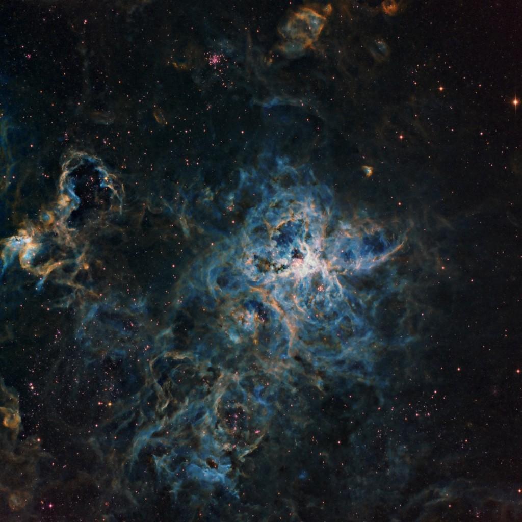 Снимок туманности Тарантул полученный с использованием фильтров Ha, OIII и SII.
