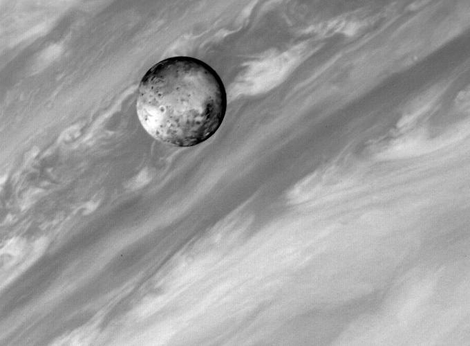 Юпитер и Ио, снимок Вояджера-1