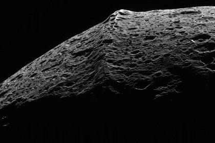 Хребет протянувшийся вдоль экватора Япета