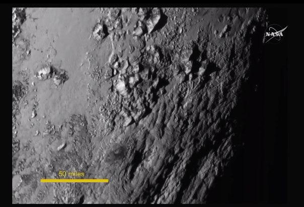 Поверхность Плутона вблизи