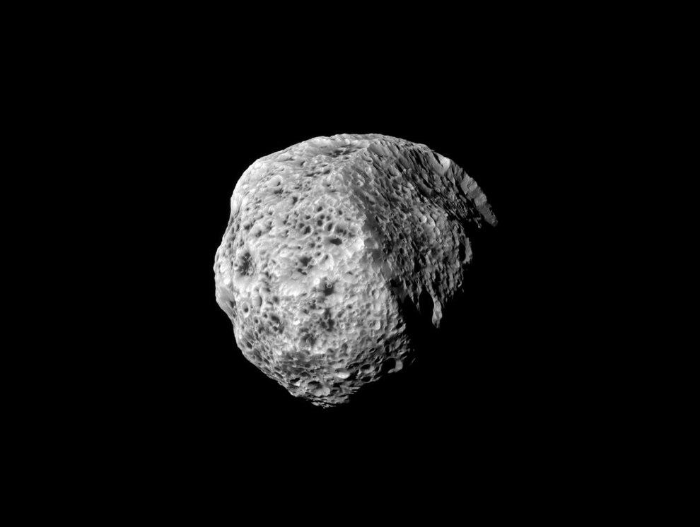 Вся поверхность 270 километрового Гипериона похожу на губку