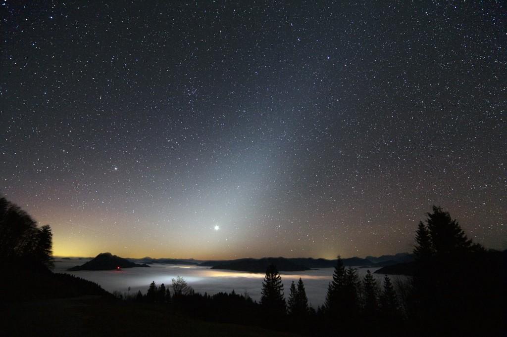 Восход Венеры в зодиакальном свете. Автор Rudi Dobesberger.