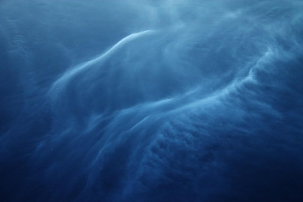 Серебристые облака вблизи