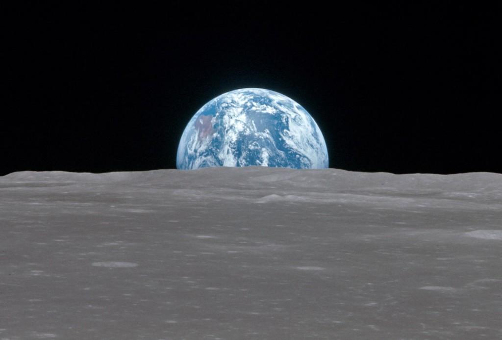 Вид на Землю с орбиты Луны