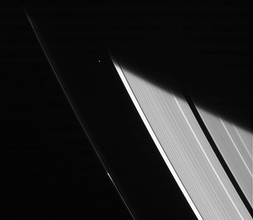 Атлас выходит из тени Сатурна