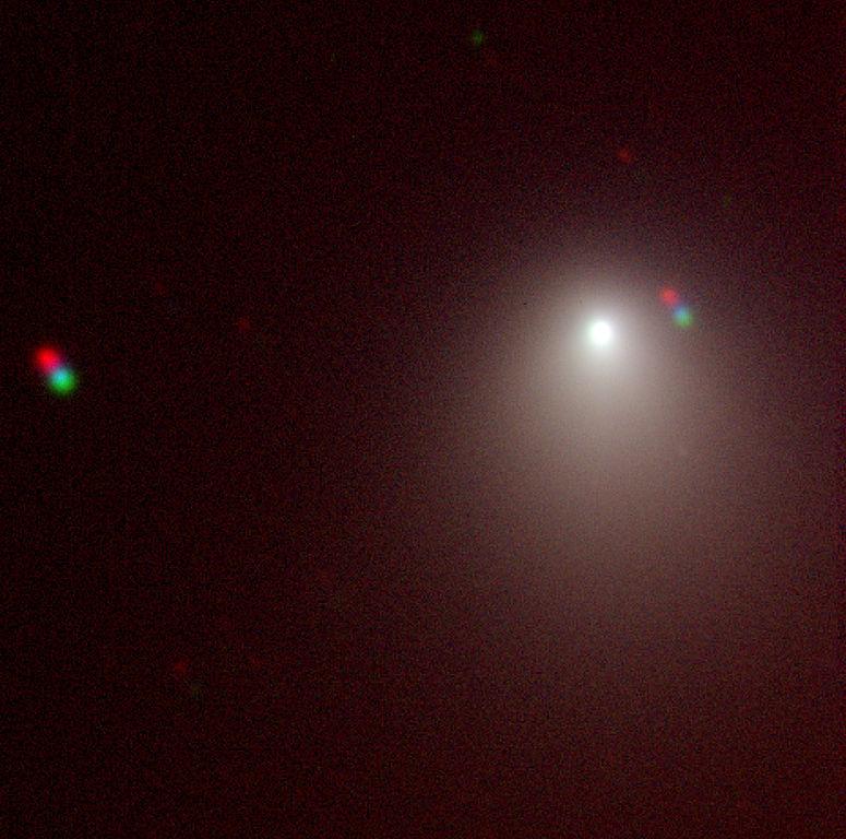 Фотография кометы в искусственных цветах