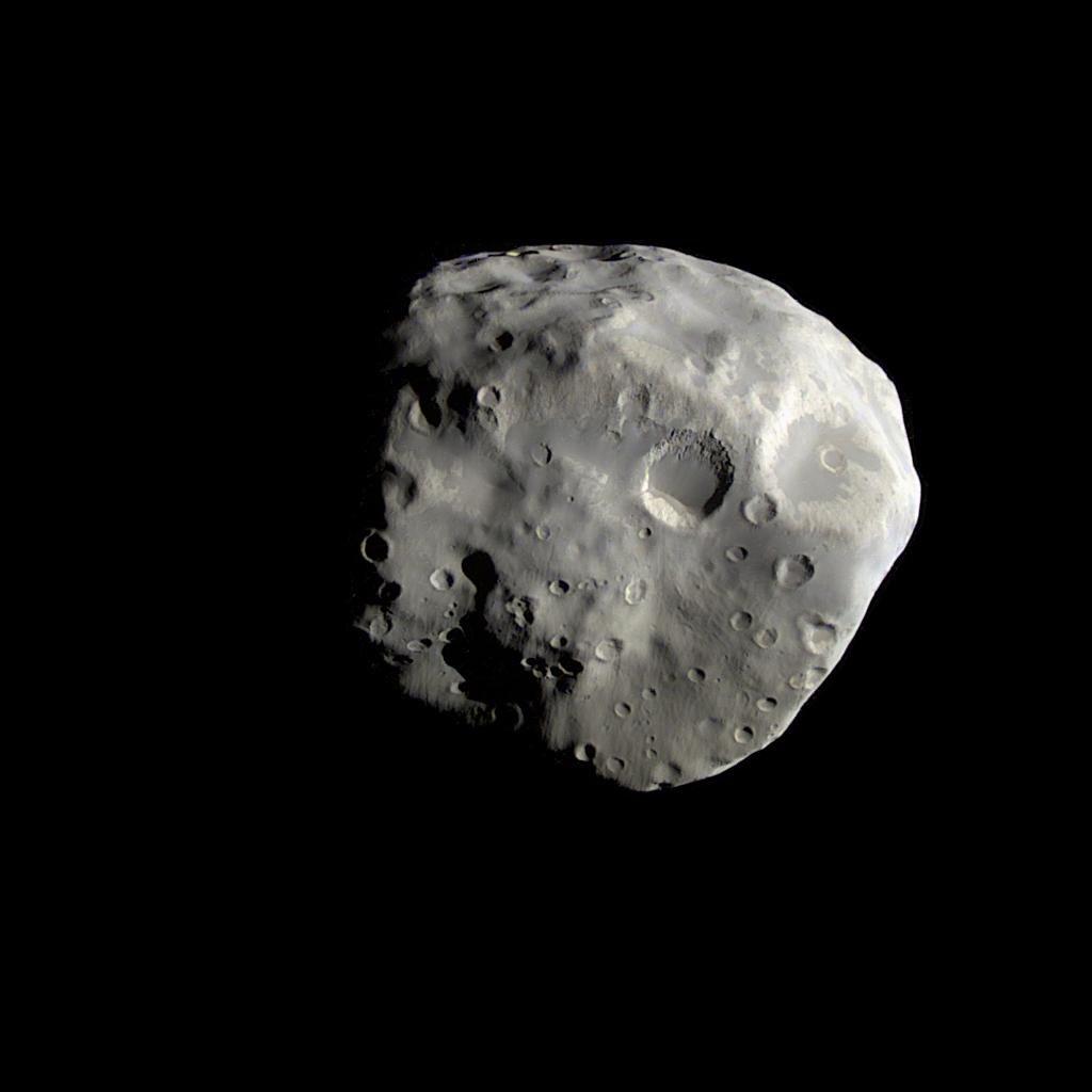 Небольшой спутник Сатурна Эпиметей, его размер всего 115 км. в ширину