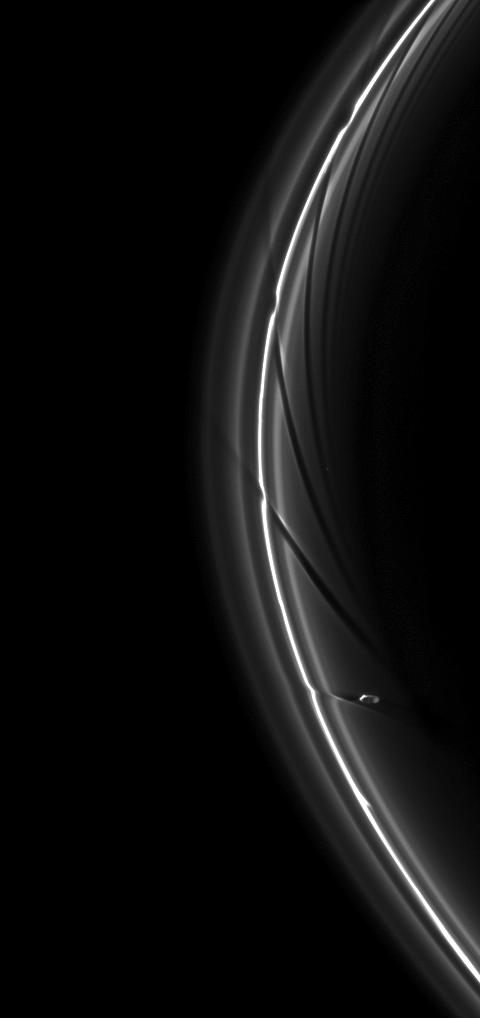 Влияние спутника на кольца