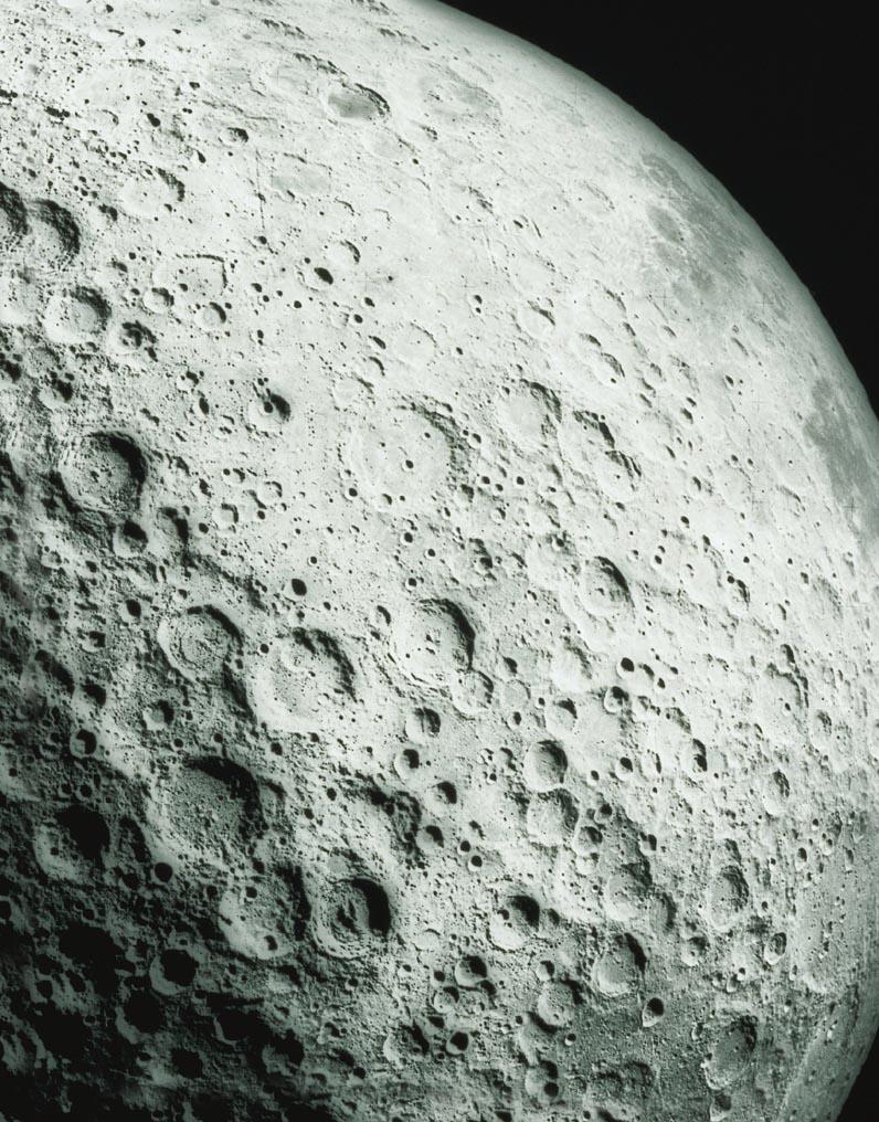 Россыпи кратеров на Луне