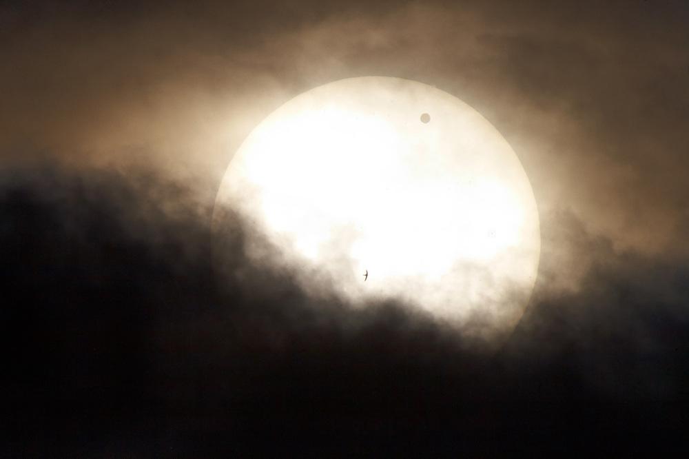 Снимок Солнца через темный светофильтр