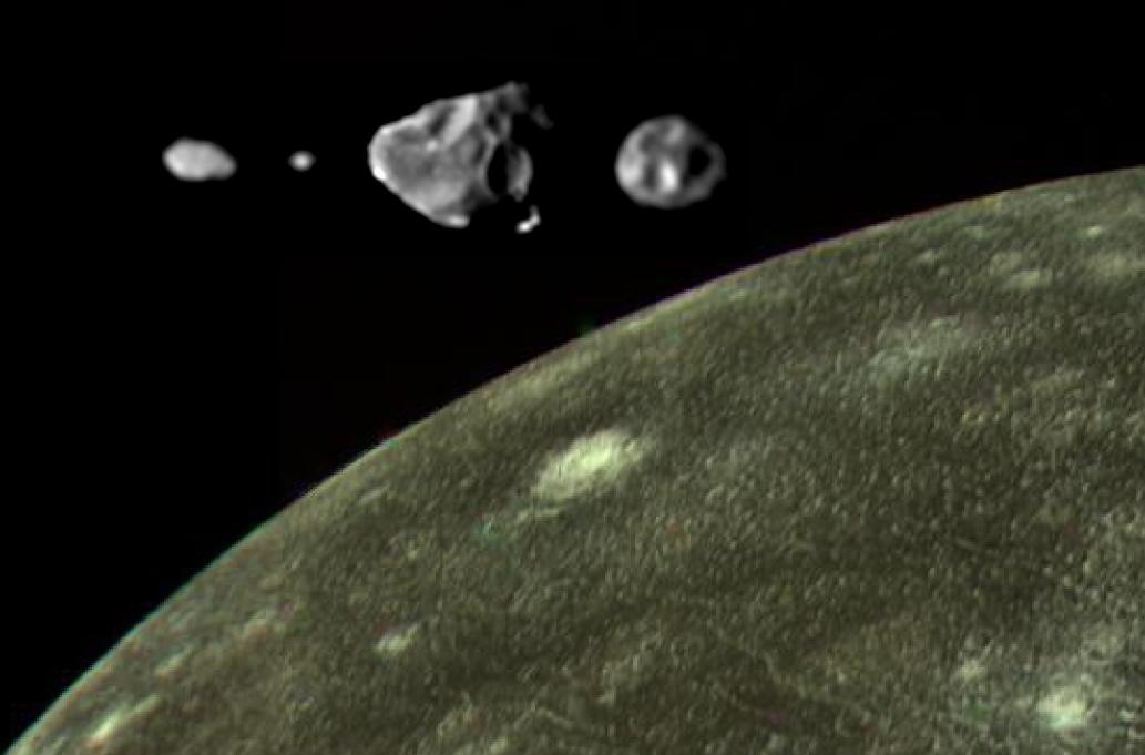 Внутренние спутники Юпитера на фоне луны Каллисто.