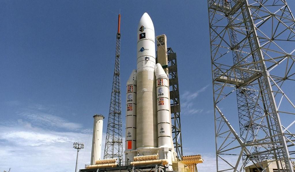 """Ракета """"Ариан-5"""" на стартовом столе"""