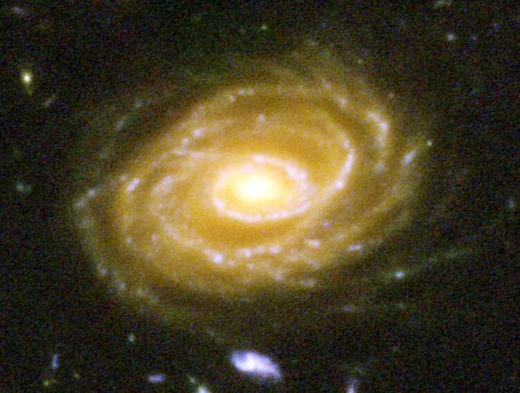 Даже на снимках мощных космических телескопов галактики часто расплывчаты