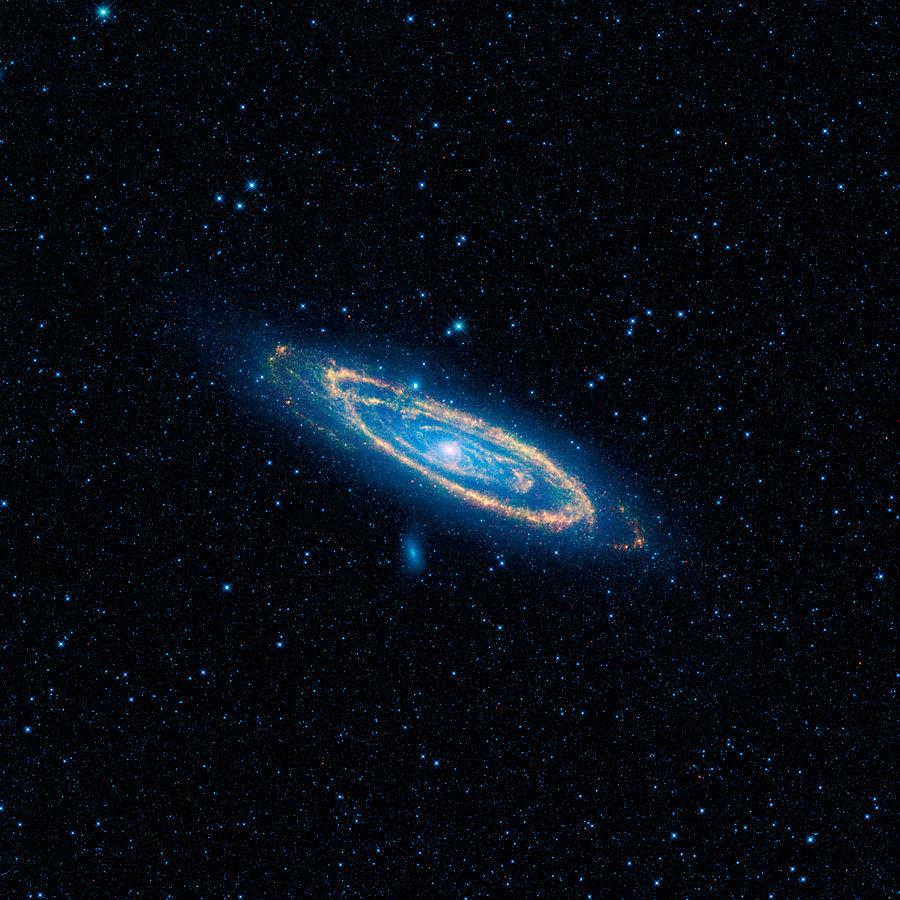 Галактика Андромеды. Снимок программы WISE