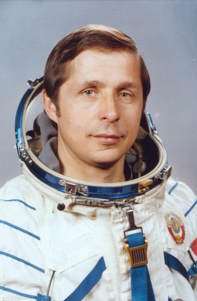 Космонавт Савиных Виктор Петрович