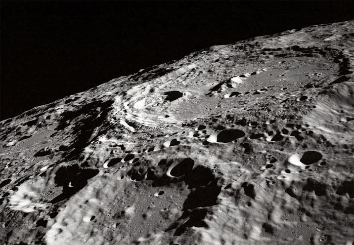 moon crater zoom - Как образовалась Луна?
