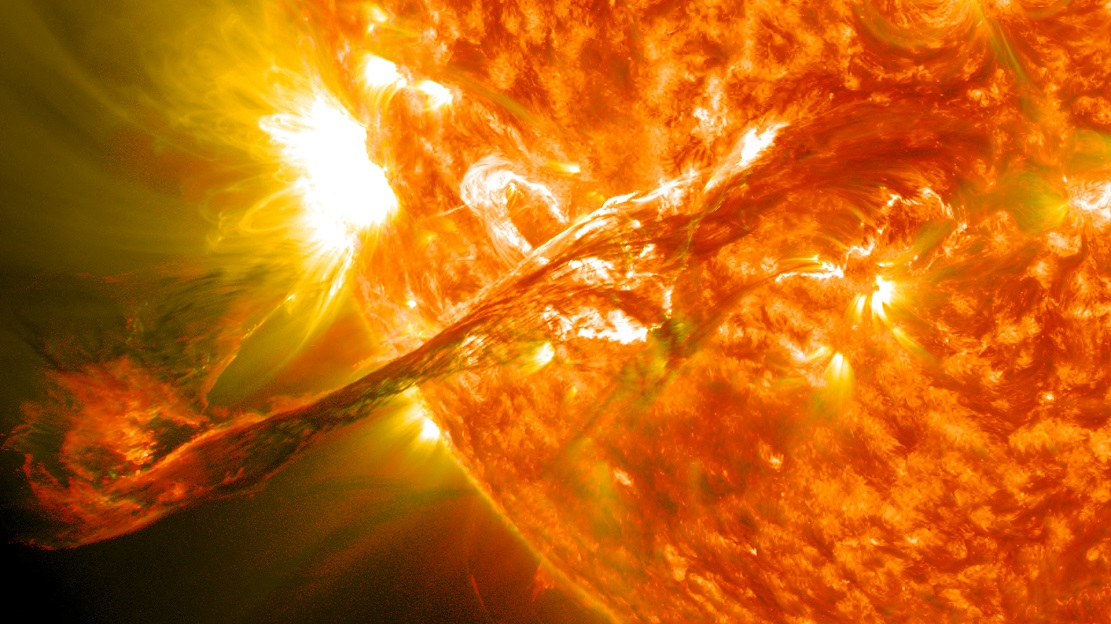 Вспышка на Солнце в представлении художника