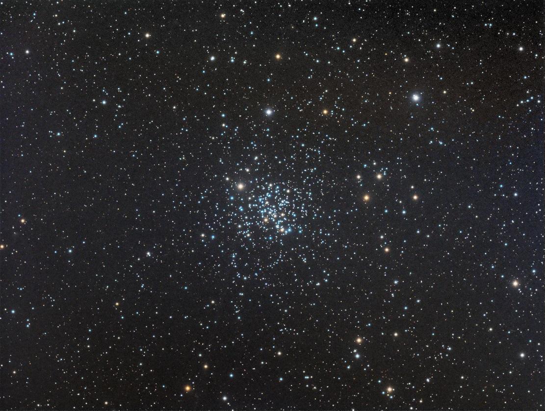 Разнообразие типов звезд скопления проявляется в разнообразии цветов