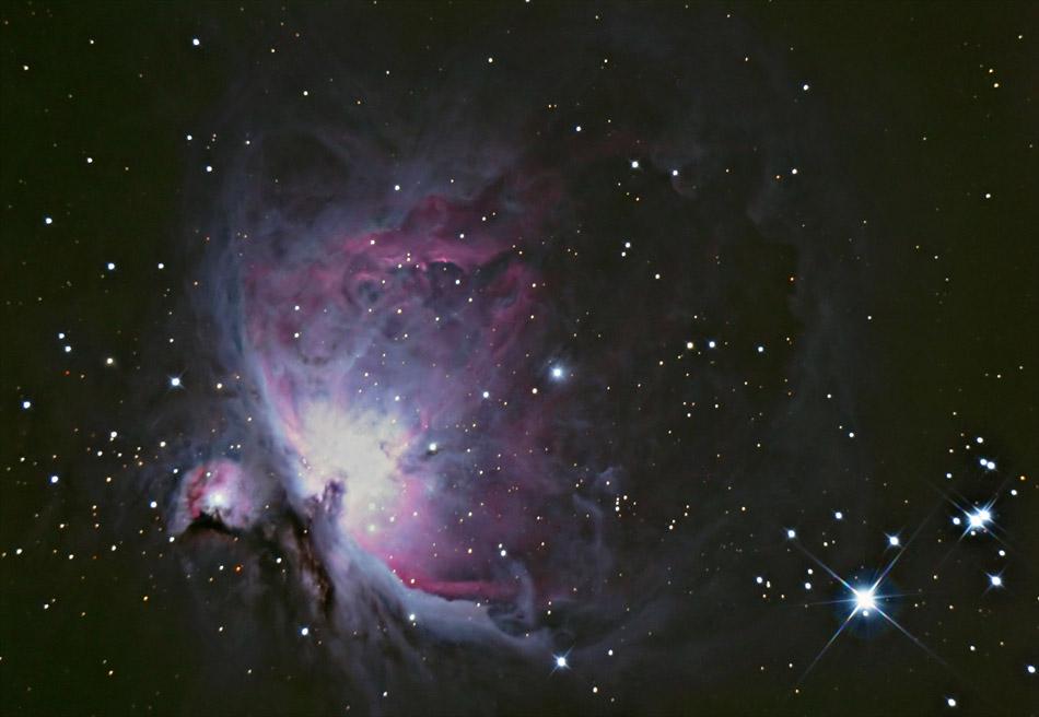 Фотография туманности Ориона, включающая Туманность де Мерана.