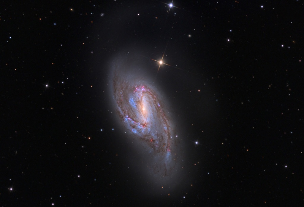 Спиральная галактика M66