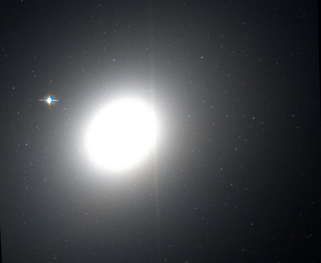 Эллиптическая галактика M49 (фото с телескопа Хаббл)