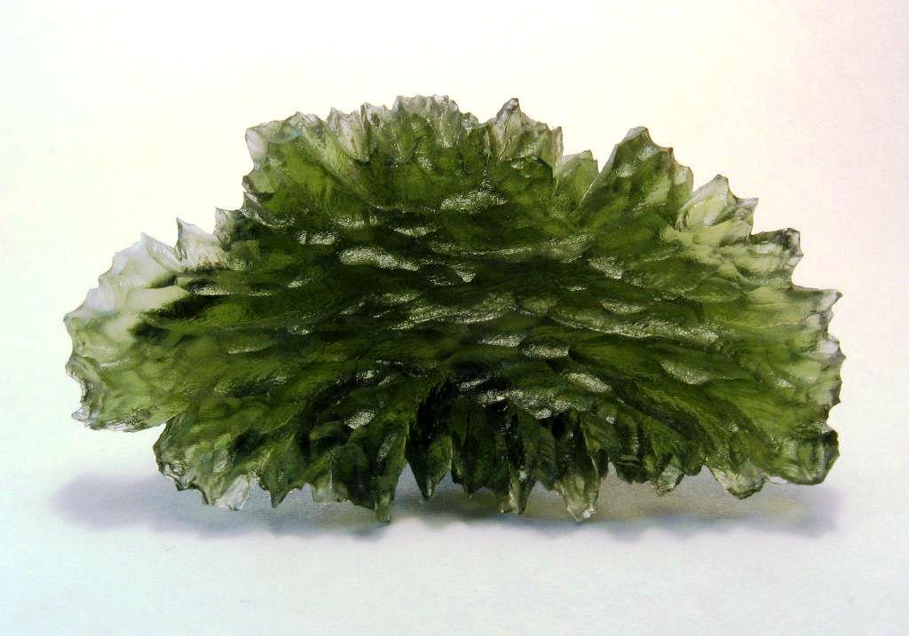 Молдавит, естественное стекло, образованное ударом метеорита, из Беседин, Богемия, Чехия.