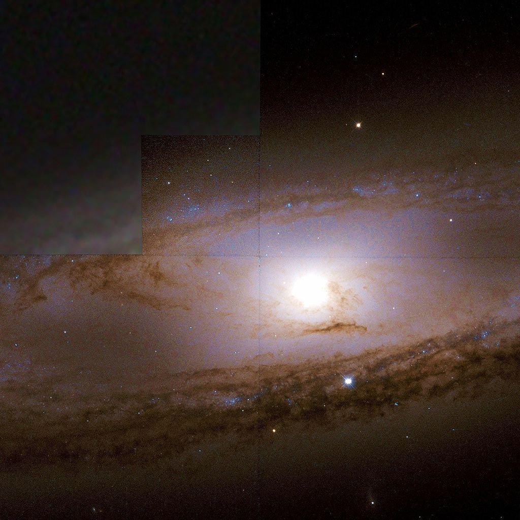 Фотография спиральной галактики M65