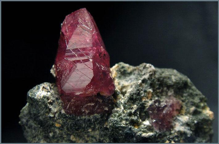 Монокристалл рубина (корунд)