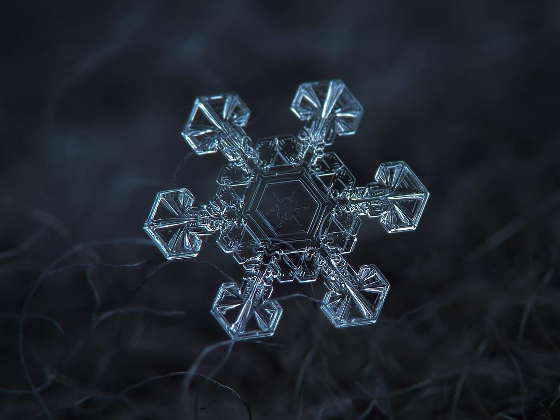 Кристалл воды - снежинка