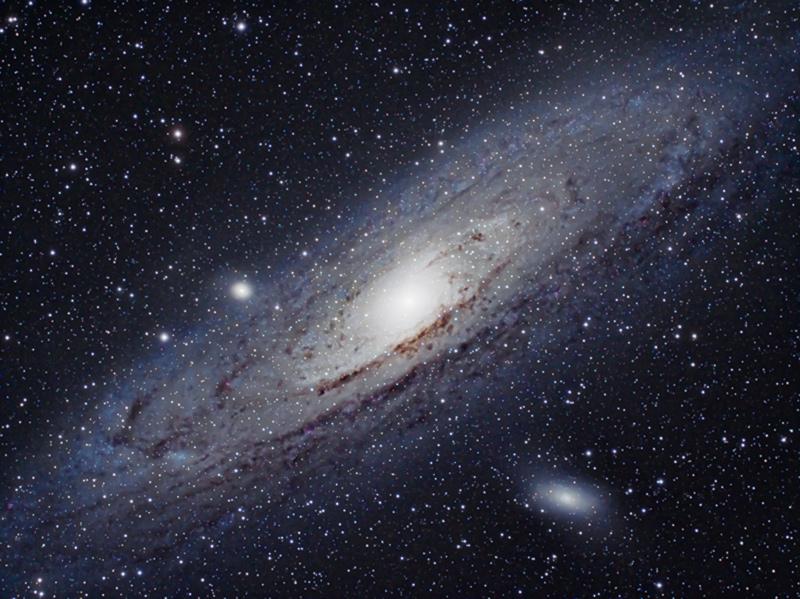 Галактики M31 и M110 (справа внизу)