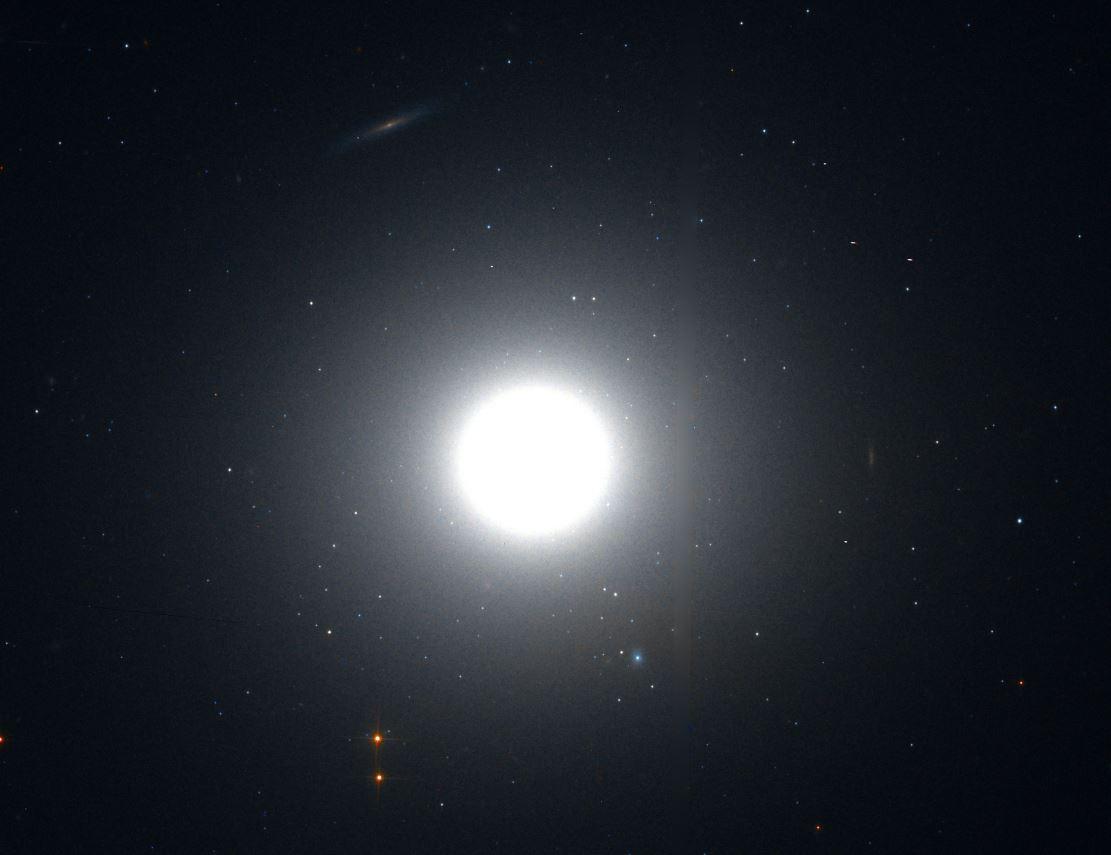Галактика M89 (снимок с телескопа Хаббл)