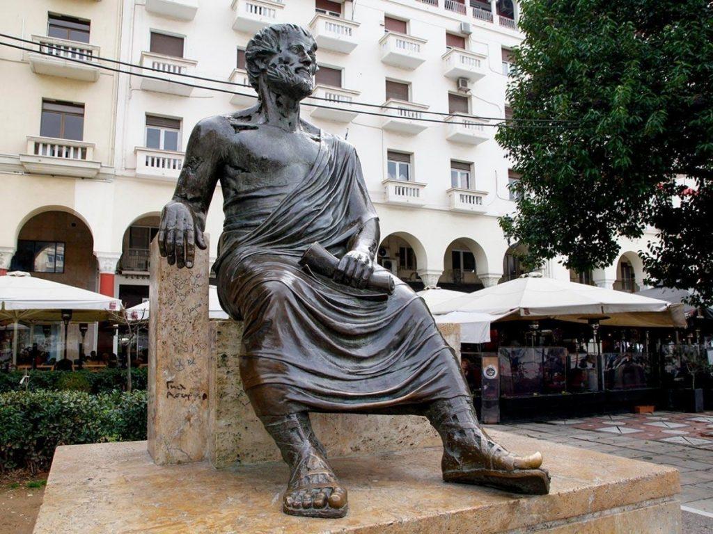 Памятник Аристотелю в Салониках