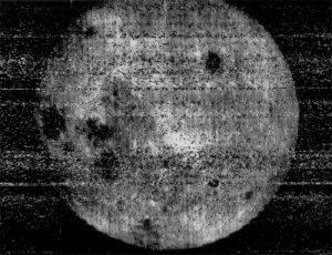 Первый снимок обратной стороны Луны