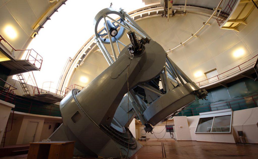 Главный инструмент обсерватории – телескоп Шайна с 2.6-метровым зеркалом