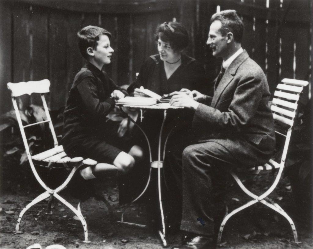Ханс Бете, в возрасте 12 лет, вместе со своими родителями