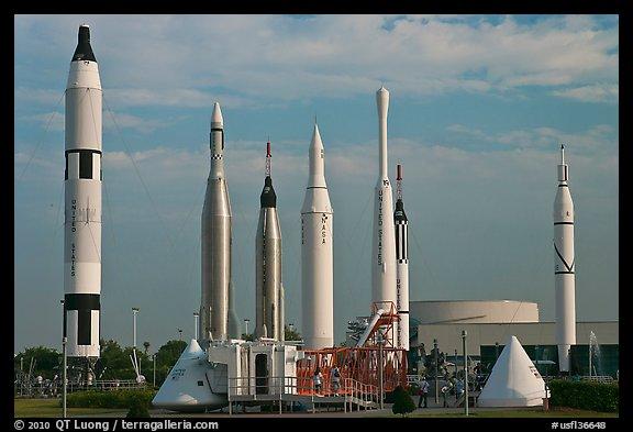 Экспозиция ракет, выставленная на мысе Канаверал ( стартовая площадка №26). Среди них есть Atlas D, Atlas F, Atlas F, Thor-Able, Delta-B, Jupiter-C, Redstone, Mercury-Redstone, Titan II.